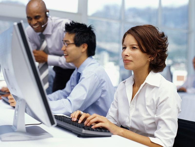 Điều chỉnh tư thế ngồi và sắp xếp lại khu vực làm việc