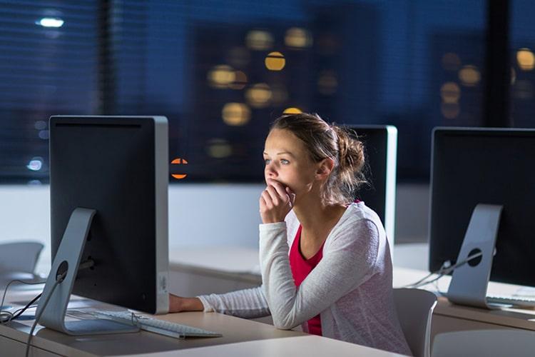 10 Cách bảo vệ mắt khi làm việc với máy tính, điện thoại nhiều